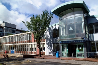 Vale of Leven Hospital exterior.jpg