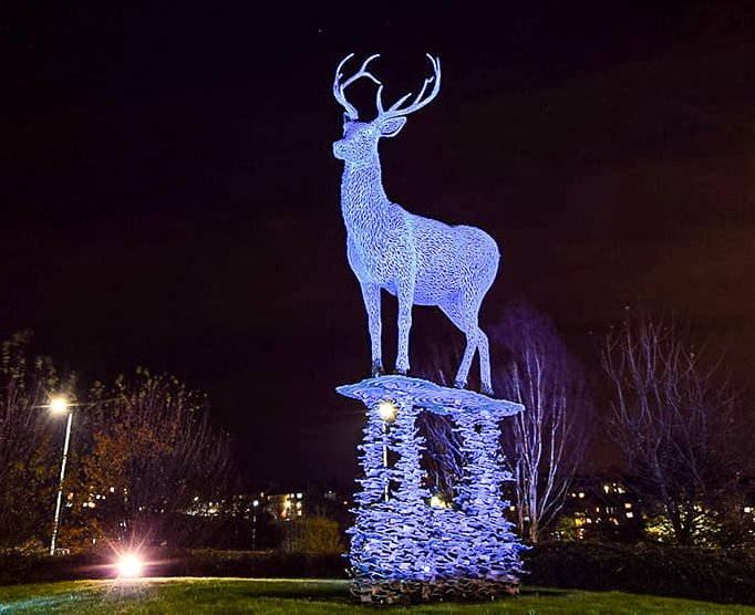 LOMONDGATE STAG LIT UP AGAIN FOR CHRISTMAS