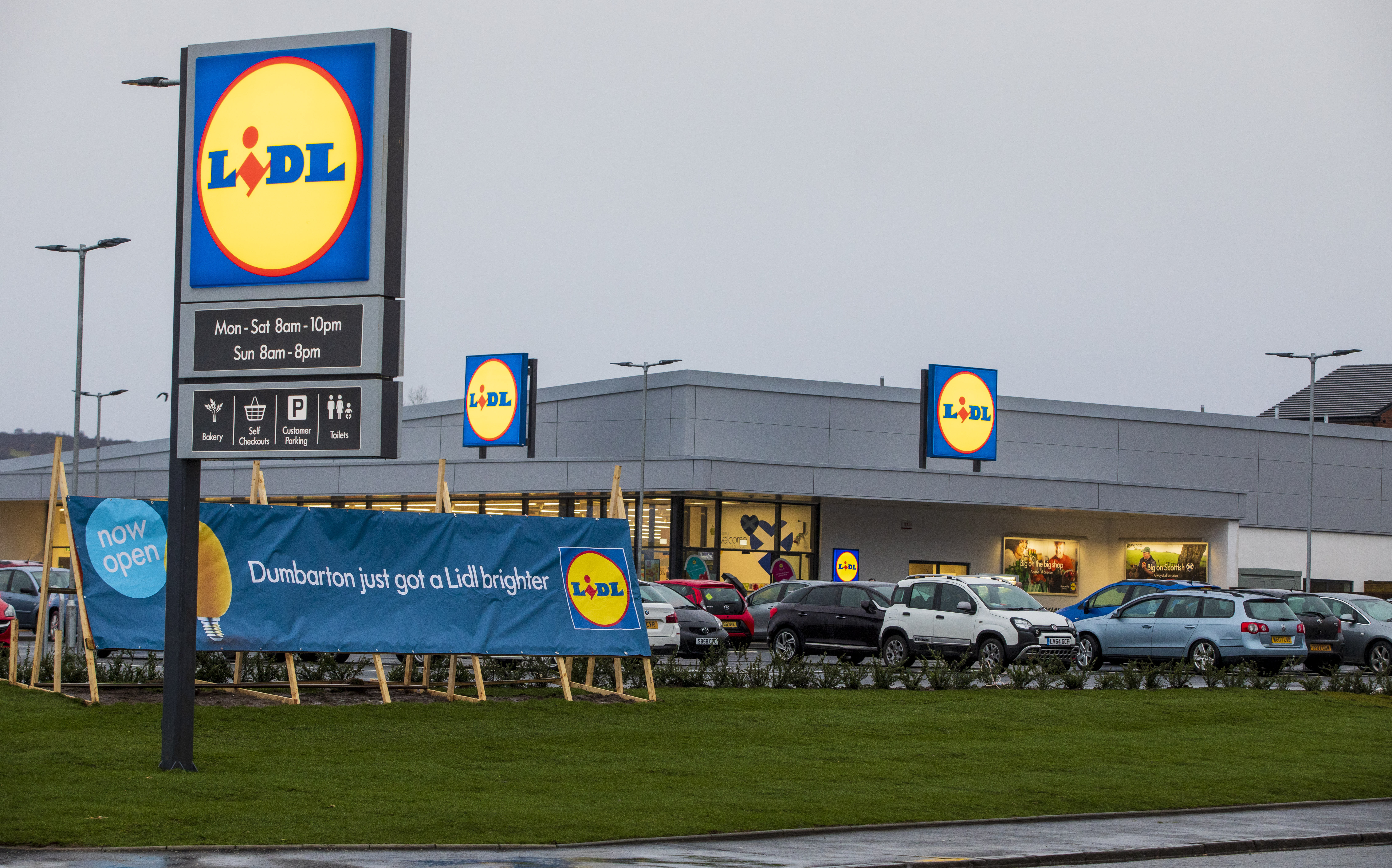 LIDL OPENS NEW STORE IN CASTLE STREET, DUMBARTON