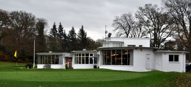 Bloomhill Cardross Golf Clubhouse and 18th green